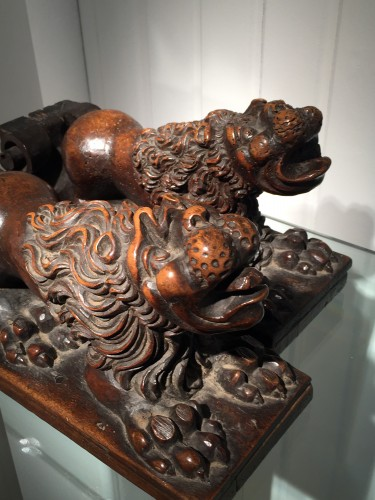 Antiquités - Two Walnut Lion Bearers, Italy, ca 1550