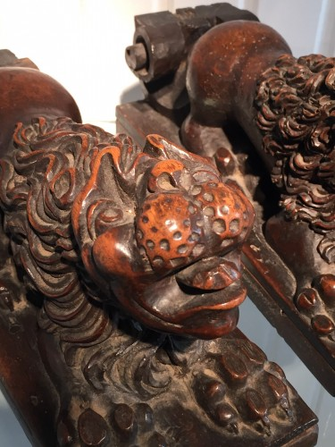 Antiquités - Two Walnut Lion Bearers, Italy, ca 1550