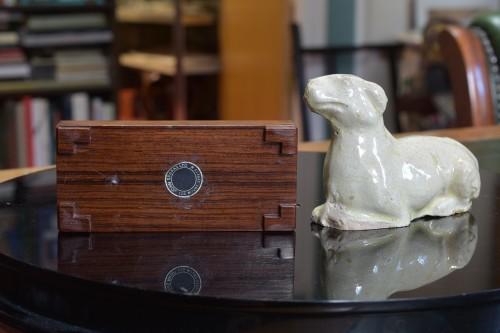 Antiquités - Cream coloured ceramic Dog, Tang Dynasty 618-907
