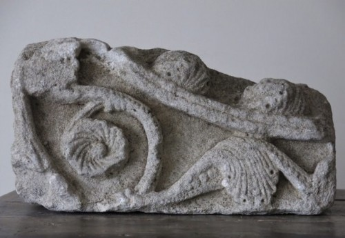16th century - Romanesque limestone fragment (France, 12th cent)