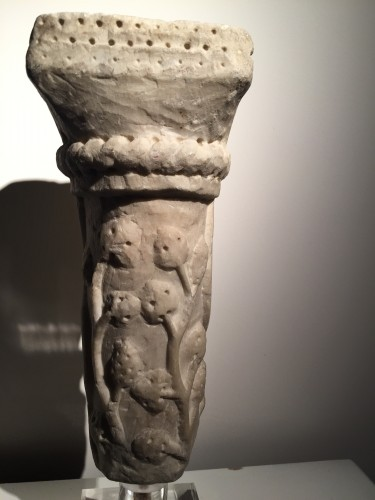Antiquités - Marble column fragment (Italy, end of 12th cent)