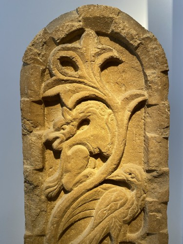 Antiquités - Stele with Griffin and Bird (Italy, 13th cent)