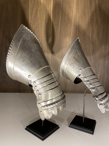 Antiquités - Armour Gauntlets (Italy, 16th)