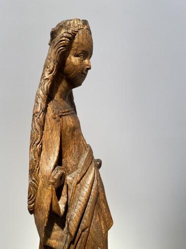 Antiquités - Smiling Virgin (Brabant, 15th)