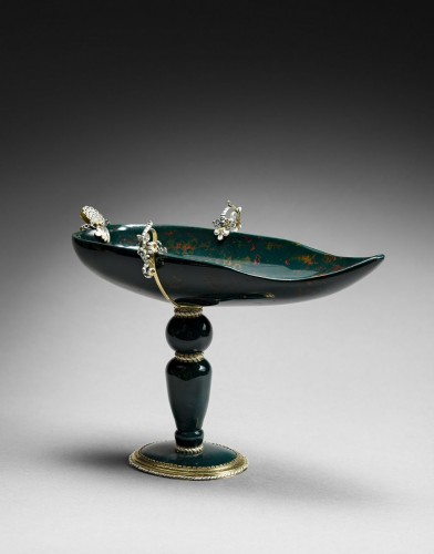 17th century - A gold and enamel mounted bloodstone cup on foot