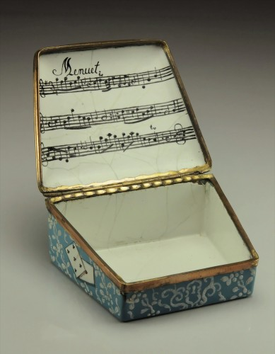 A gilt-metal mounted Berlin enamel snuff-box  - Objects of Vertu Style