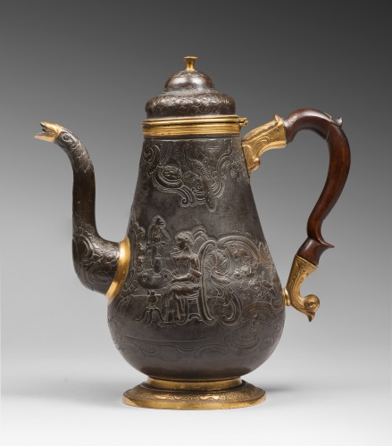Antiquités - A gilt and patinated copper coffee pot