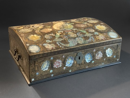 A Spa marquetry wig box -