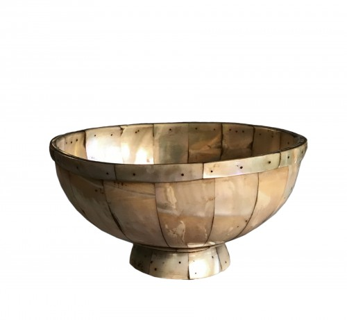 A mother-of-pearl bowl - late 16th – early 17th century