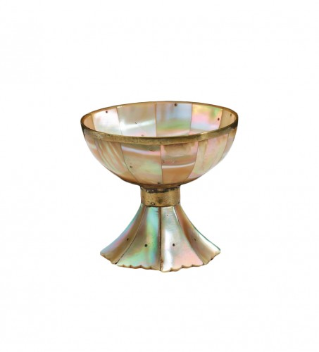 A small mother-of-pearl cup- late 16th – early 17th century