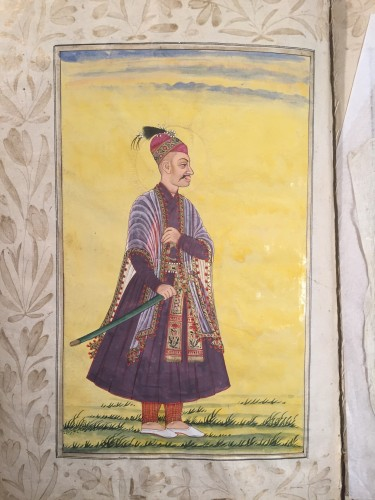 18th century - A rare album of 40 Indian miniatures