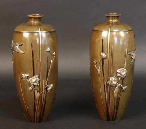 Pair of japanese bronze vases signed miyabe atsuyoshi