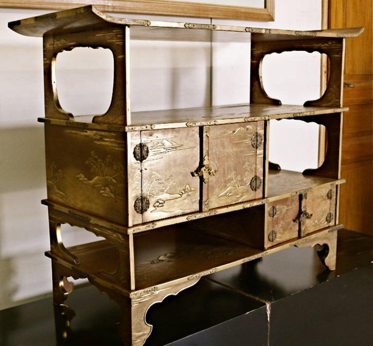 meuble japonais de pr sentation en laque d 39 or tag res