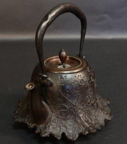 Very Nice Tetsubin (tea pot) Signed Ryubundo - Asian Art & Antiques Style