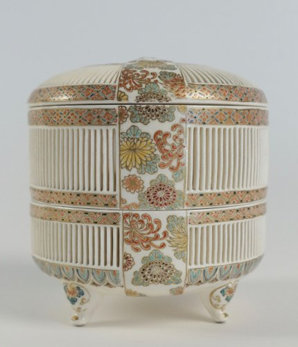 A 2-Compartment Box in Satsuma by Togo Jyukatsu - Asian Art & Antiques Style