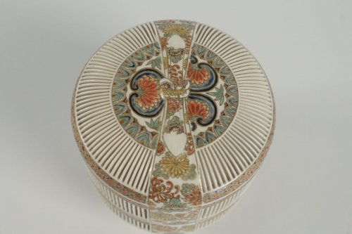 Asian Art & Antiques  - A 2-Compartment Box in Satsuma by Togo Jyukatsu