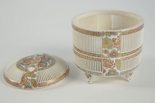 19th century - A 2-Compartment Box in Satsuma by Togo Jyukatsu