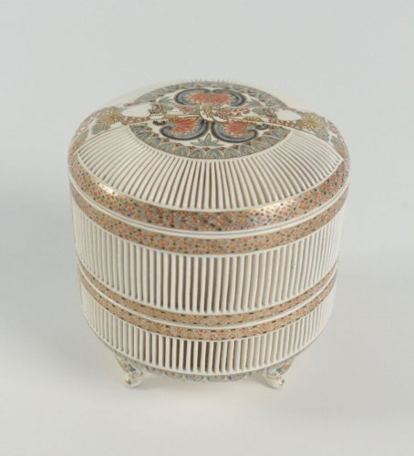 Antiquités - A 2-Compartment Box in Satsuma by Togo Jyukatsu