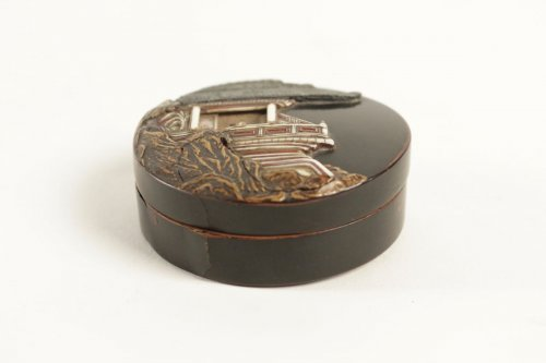 A Lacquer Kogo with a Decor of a Pavilion on a Rock - Asian Art & Antiques Style
