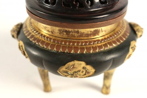 17th century - Tripod Incense Burner in Bronze Black and Gold 17th Century