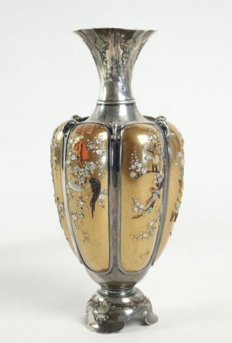 19th century - Rare Pair of Silver Vases in Shibayama Inlaid by Masatsugu