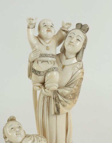 Beautiful Ivory Okimono of a Woman and Child - Asian Art & Antiques Style