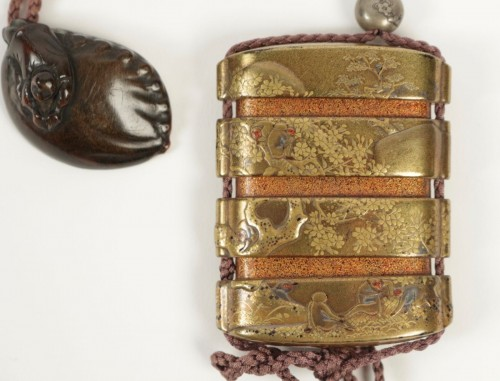 19th century - Gold Lacquered 3-Case Inro with Monkeys and Waterfall Decoration