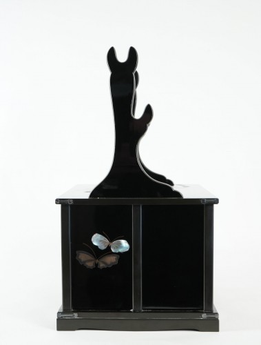 Asian Art & Antiques  - Katana kake on black ro-iro lacquered base