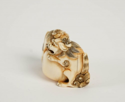 Ivory Netsuke of 2 shishi the Paws on a ball - Asian Art & Antiques Style