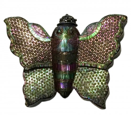 "Rare snuff bottle in ""burgauté lacquer"" with butterfly decoration"