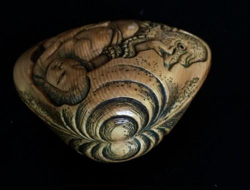 Netsuke Shape of a Shell - Shunga -