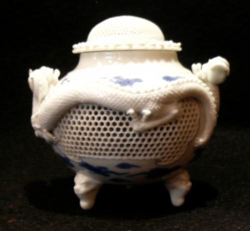 Asian Art & Antiques  - Brûle-parfum à décor de dragons - Fours d'Hirado