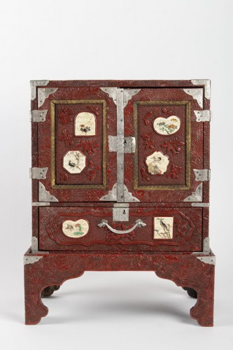 Japanese Cabinet in Carved Red Lacquer - Asian Art & Antiques Style
