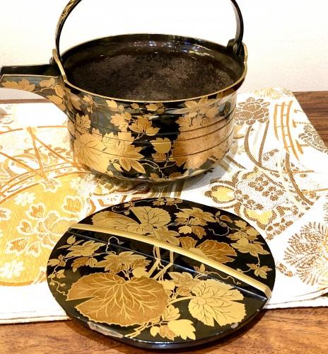 Rare Pair of Lacquered Iron Matching Sake Ewers, japan cirac 1920 -