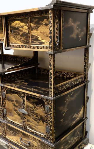 Antiquités - Lacquered Shodana (Display Shelf) - Edo Period
