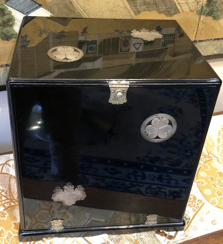 Antiquités - Small Chest with Imperial Coat of Arms