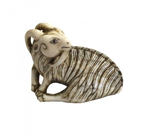 Netsuke in ivory of a ram - Mitsuharu