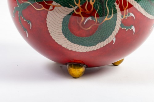 Important Ball Shape Dragons Vase -