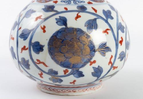 "Asian Art & Antiques  - Japanese Vase ""Apothecary Bottle"" in Porcelain Arita 18th century"