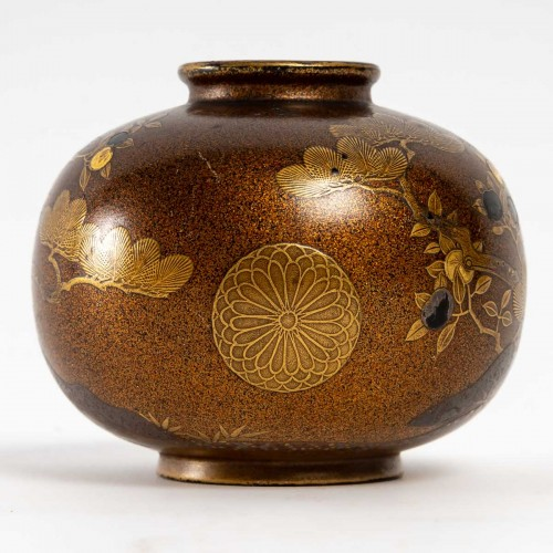 Exquisite Small Lacquered Globular Pot