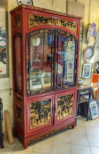 Large Lacquered Chinese Showcase - Asian Art & Antiques Style
