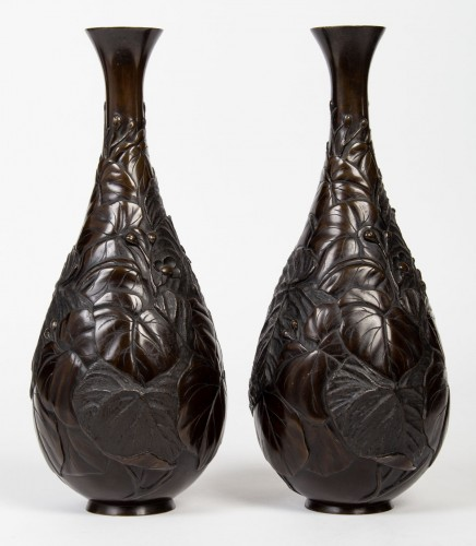 Pair of Japanese Lizards Bronze Vases - Asian Art & Antiques Style