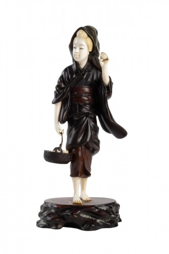 A Bronze and Ivory figure of Shell Gatherer - Hidemitsu