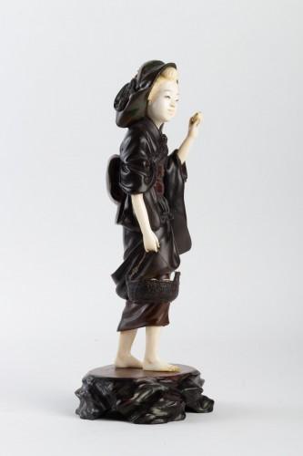 A Bronze and Ivory figure of Shell Gatherer - Hidemitsu - Asian Art & Antiques Style