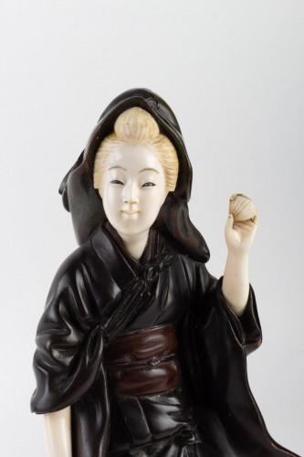 19th century - A Bronze and Ivory figure of Shell Gatherer - Hidemitsu