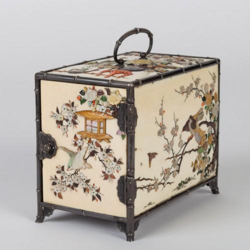 cabinet japonais (kodansu) en ivoire et shibayama par Masa Hisa - Asian Works of Art Style