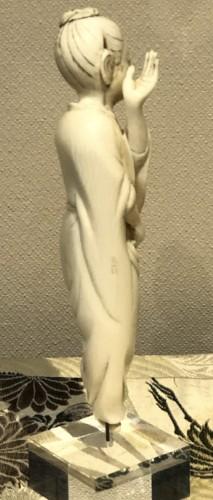 20th century - Okimono d'une danseuse en ivoire