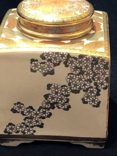 Satsuma Earthenware tea Box Meiji Period 19th century -