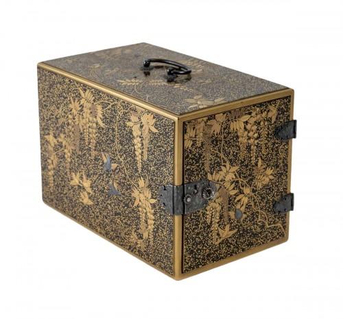 Ko-dansu (petit cabinet) en laque or