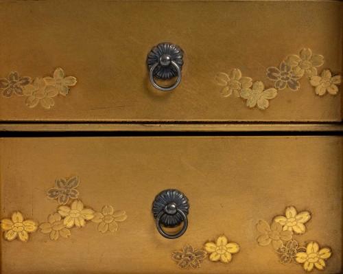 Ko-dansu (petit cabinet) en laque or -
